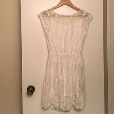 White Lace Abercrombie Dress Beautiful floral lace, inner lining, worn once in perfect condition. Offers welcome Abercrombie & Fitch Dresses