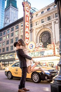 Downtown Chicago engagement session at the Chicago Theater Chicago Photography, Couple Photography Poses, Wedding Photography, Wedding Spot, Wedding Ideas, Engagement Pictures, Engagement Session, Chicago Vacation, Theatre Wedding