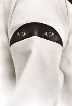 For Sale on - Eyes of Allah, Islam [Muslim Woman], Platinum Print by Chester Higgins. Offered by Peter Fetterman Gallery. Allah Islam, Islam Muslim, Photography Women, Fine Art Photography, Portrait Photography, Photo Portrait, Photo Art, Photo Islam, Photojournalism