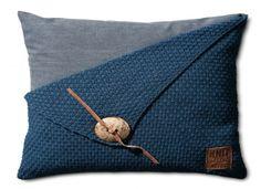 Gebreid kussen Gerstekorrel donkerblauw - 60x40cm