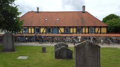 'Service has started' - #Åhus #Skåne #Sweden #architecture #church #house #photography #midsommar #midsummer #cemetery
