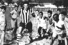 Garrincha, con aficionados del Botafogo