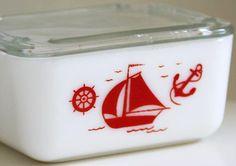 Beurrier 'Voilier' - Pyrex - Rouge et Blanc