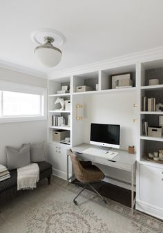Built in cabinets and desk inspirations for home office 2 Office Built Ins, Built In Desk, Built In Cabinets, Home Office Space, Home Office Desks, Office Furniture, Home Office Cabinets, Pipe Furniture, Office Spaces