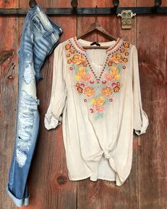 The Chula Vista top has us swooning! The neckline with its southwest floral embroidery is about as gorgeous as it gets. And the light washed taupe fabric is the perfect finishing touch! #newarrival #S7sSpring #floral #savannah7s