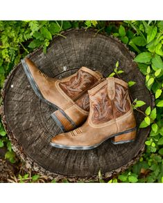 Ariat Women's Billie Boot - Tan Brunido  http://www.countryoutfitter.com/products/28055-womens-billie-boot-tan-brunido #booties