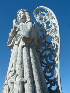 angel statue with scroll wings Cemetery Angels, Cemetery Statues, Cemetery Art, Angel Statues, Angels Among Us, Angels And Demons, Entertaining Angels, Steinmetz, I Believe In Angels