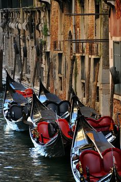 Venice Gondola Ride, photo by Deborah Guber at https://www.flickr.com/photos/vt_professor/4706978661/in/album-72157624234027538/
