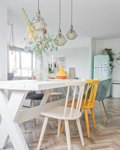 A Modern Apartment Living Room: Home and Interior – Get Yourself a Stylish Living Room That's Fun Dining Area, Kitchen Dining, Home Design, Interior Design, Chaise Vintage, French Country Living Room, Dining Room Furniture, Sweet Home, Room Decor