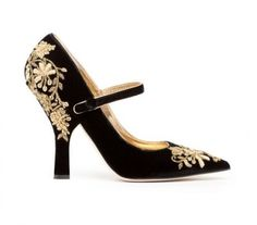 Baroque style heel from Dolce & Gabbana, the eccentric collection fall/winter 2012-2013