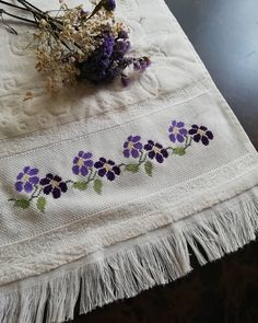 Cross Stitch Borders, Cross Stitch Designs, Beginning Embroidery, Embroidery Patterns, Needlework, Diy And Crafts, Blanket, Beads, Sewing