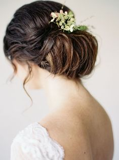Minimalist Wedding Inspiration for the Hopeless Romantic - wedding hair | bridal hair