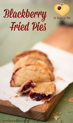 Blackberry Fried pies are a delicious alternative to a regular pie with the bonus of being cute and portable. Blackberry Pie Recipes, Tart Recipes, Fruit Recipes, Sweet Recipes, Cooking Recipes, Fried Fruit Pies Recipe, Amish Fry Pies Recipe, Blackberry Dumplings, Kitchens