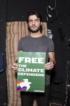Ο Νίκος Κουρής στηρίζει τους #Arctic30 και το δικαίωμα στην ειρηνική, μη βίαιη διαμαρτυρία.  ➡ Στήριξε και εσύ τους ακτιβιστές που εναντιώθηκαν στα πλάνα της Gazprom για εξορύξη πετρελαίου στην Αρκτική: www.greenpeace.org/freethearctic30  (c) Greenpeace / P. Mitsios