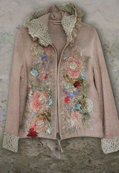 Wintergarden artful ornate embroidered jacket , hoodie, with vintage silk and lace appliques, hand beading, embroidery  | Meer dan 1000 ideeën over Vilten Borduurwerk op Pinterest - Borduur ...