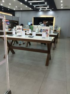 Switch - Bukit Indah - Malaysia - Apple - Premium Reseller - Visual Merchandising - Design - Fixtures - www.clearretailgroup.eu
