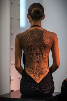 When done properly, a reduced back tattoo could be both sexy and stylish. These tattoos are usually found on older and young females. Tattoos on this particular part of the rear are very popular that Sexy Tattoos, Girl Back Tattoos, Back Tattoo Women, Body Art Tattoos, Tribal Tattoos, Tattoo Girls, Spine Tattoos, Waist Tattoos, Top Tattoos