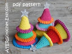 ********** CROCHET YOURSELF A COLORFUL CHRISTMAS TREE **********  The pattern is a step by step tutorial in English (US terms) completed with