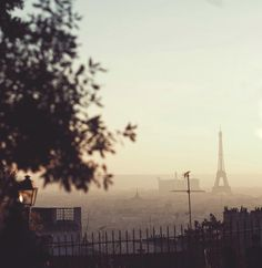 P a r i s  i s  o n  f i r e 'Morning all. Alt: Paris is burning.  #Paris #sunrise #vsco #fujifilm_xseries #Fujixt1 by johnnybgoode