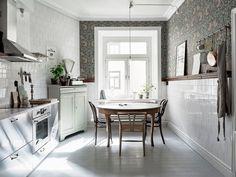 La cuisine est devenue une véritable pièce à vivre, et par conséquent, le coin repas fait désormais très souvent partie de la pièce. Si vous souhai...