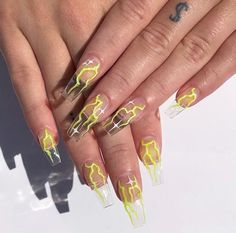 Semi-permanent varnish, false nails, patches: which manicure to choose? - My Nails Edgy Nails, Aycrlic Nails, Grunge Nails, Stylish Nails, Swag Nails, Bling Nails, Coffin Nails, Summer Acrylic Nails, Best Acrylic Nails