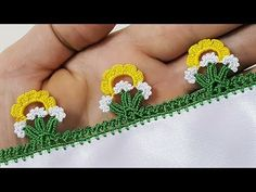 This Pin was discovered by Jal Crochet Flower Tutorial, Crochet Lace Edging, Crochet Borders, Crochet Flowers, Crochet Stitches, Knit Crochet, Crochet Classes, Crochet Videos, Embroidery On Clothes