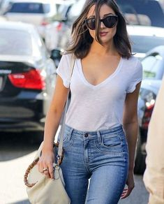 Awesome Olivia Culpo Fashion Style and Outfits You Can Copy NOW! Jeans And T Shirt Outfit, White Shirt And Jeans, White Tshirt Outfit, Fashion Moda, Look Fashion, Fashion Outfits, Olivia Culpo, Jean Outfits, Casual Outfits