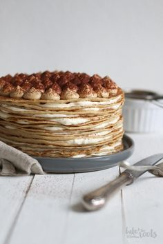 Delicious tiramisu cake made with pancakes. Stack those pancakes high ; Cookie Recipes, Dessert Recipes, Cupcake Cakes, Cupcakes, Tiramisu Cake, Tiramisu Crepe Cake Recipe, Waffle Cake, Brunch, Just Cakes