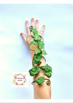 Hier meine neuesten Design ich habe Giftefeu Zubehör zum Abgleichen von meinen anderen Poison Ivy Designs oder Ideal für Baum Menschen, grüne Frau oder grünen Mann, Mutter Natur und skurrilen Wald Elf Elfen tragen oder Kostüm. Ideal für Tanz, Theater, zeigen-Kostüm und Foto Requisiten zu. Ein komfortables, leichtes Accessoire mit Leichtigkeit der Bewegung aber stark, um seine Form zu halten.  BESTELLEN Kommissionierung Fom das Dropdown-Liste welche Farbe-Rebe, Sie möchte und in einer…