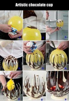 Mit einem Luftballon kann man sich eine kunstvolle und leckere Schoko-Schüssel herstellen.