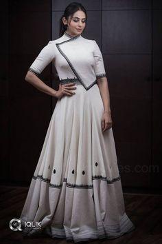 Beautiful and Stunning Actress Rakul Preet Singh Hot Pics Party Wear Indian Dresses, Designer Party Wear Dresses, Indian Gowns Dresses, Dress Indian Style, Indian Fashion Dresses, Indian Designer Outfits, Wedding Dresses, Pakistani Dresses, Fancy Blouse Designs