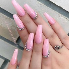 pink nails with rhinestones ~ pink nails ; pink nails with glitter accent ; pink nails with rhinestones ; pink nails with glitter Pink Acrylic Nail Designs, Nail Art Designs, Light Pink Acrylic Nails, Neon Pink Nails, Glitter Nails, Nail Swag, Short Pink Nails, Nails Kylie Jenner, Art Rose
