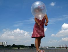 The Girl  with the pearl balloon