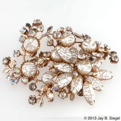 Rhinestone & Textured Pearl Layered Brooch