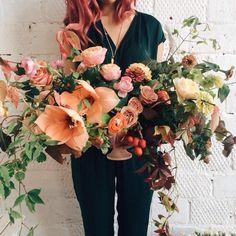 Цветочная композиция в стиле Kiana Underwood, созданная сегодня на ее мастер-классе в Москве. --- #tulipina style by flowerbazar. Created…