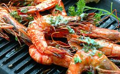 Grilled Prawns with Lemon Butter and Savory Bread Grilled Prawns, Prawn Shrimp, Grill Party, Bbq Party, Shrimp Dishes, Fish Dishes, Lemon Butter Shrimp, Grill Dessert, Grill N Chill