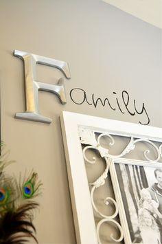 Ook leuk....1 letter op de wand bevestigen en de rest van het woord er achter schrijven! www.abcfactory.nl