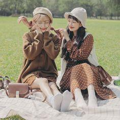 마리쉬♥패션 트렌드북! Best Friend Outfits, Best Friend Photos, Ulzzang Fashion, Ulzzang Girl, Model Photos, Girl Photos, Korean Fashionista, Friend Poses, Cute Korean Girl