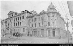 PEDRO A RIASCOS. Edificio Otero y Palacio de Gobierno, frente a estos un bus de transporte público. Cali 1925.OTRO: Biblioteca Departamental Jorge Garces Borrero. 8.5X 14.