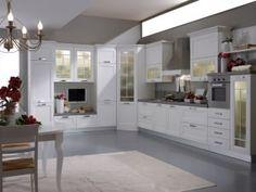 Cucine componibili: cucina con angolo vetrina.