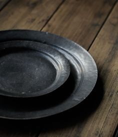 Simple black dishes