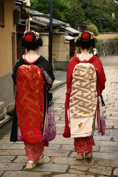 Geisha apprentice, maiko (in picture right), wears distinctive red underkimono. Maikos can still be seen in Gion, old geisha town of Kyoto.