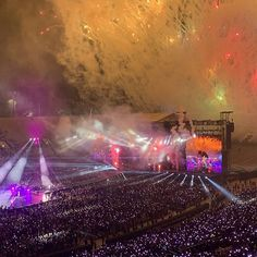 It is Soo beautiful Rose bowl stadium Concert Crowd, Bts Concert, Hoseok, Namjoon, Seokjin, Time Of Your Life, Day Of My Life, Twitter Video, Bts Video