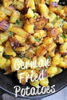 German Potato Recipes, Easy German Recipes, German Fries Recipe, Austrian Recipes, Dutch Recipes, Oktoberfest Party, German Fried Potatoes, Fried Potatoes Recipe, Potato Dishes