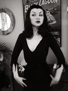 Awesome example of an oldschool Vampira #halloween #vampire #costume