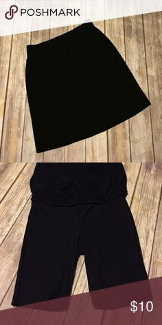 Classic black skirt This black skirt is a must have for any business woman. This skirt is wrinkle resistant and fits similar to a pencil skirt but with more stretch and comfort. The skirt comes with control top spandex for additional support and comfort. Merona Skirts Midi