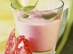 Dieser fruchtige Drink liefert reichlich Energie! Joghurt-Birnen-Drink mit Granatapfel - smarter - Kalorien: 87 Kcal - Zeit: 15 Min. | eatsmarter.de