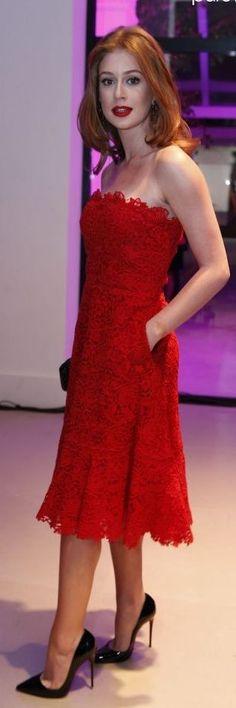 Aposte na cor vermelha. A cor vermelha é a cor da vez no red carpet e rende looks incríveis.
