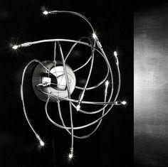 Atomo falilámpa. Modern, egyedülálló halogén lámpa, tökéletes választás, előterekbe, folyosókra, hálószobába vagy akár a fürdőszobába.
