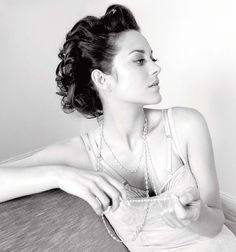 """Marion Cotillard - got to know her in the movie """"Nine"""". One of the most beautiful actresses for me, love her! Marion Cotillard, Pretty People, Beautiful People, Beautiful Boys, Persona, French Actress, Foto Pose, Timeless Beauty, Models"""
